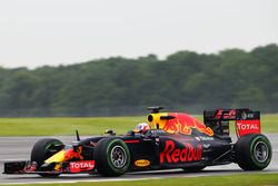 Pierre Gasly, Red Bull Racing RB12 Test pilotu