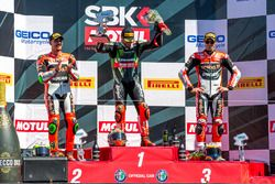 Pazar podyum: 1. Tom Sykes, Kawasaki Racing Team, 2. Davide Giugliano, Aruba.it Racing - Ducati, 3.
