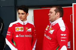 Charles Leclerc, Ferrari, Testfahrer mit Dave Greenwood, Ferrari Renningenieur