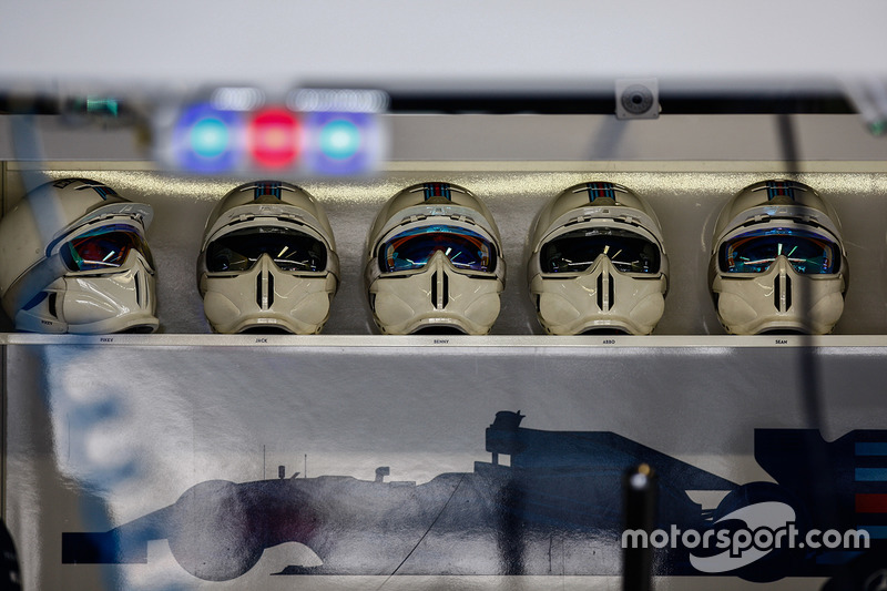 Williams pitstop helmets