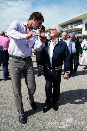 (L to R): Tavo Hellmund, Former COTA Prometor con Bernie Ecclestone, sulla griglia