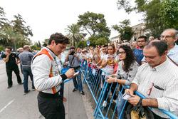 Alfonso Celis Jr., AVF firma autógrafos para los fans