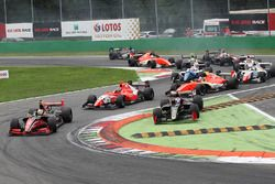 Start: Louis Deletraz, Fortec Motorsports, führt