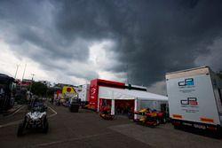 Dunkle Wolken über dem GP2-Fahrerlager