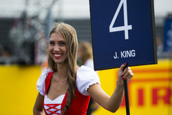 La Grid Girl de Jordan King, Racing Engineering