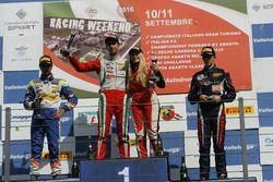 Podio Rookie Gara 3: il secondo classificato Kush Maini, BVM Racing, il vincitore della gara Juan Ma