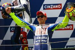 Podio: ganador Valentino Rossi, Yamaha Factory Racing
