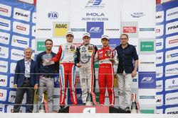 Podium de novatos: Harry Tincknell; Ralf Aron, Prema Powerteam Dallara F312 – Mercedes-Benz; Joel Er