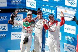 Podyum: 1. Tom Chilton, Sébastien Loeb Racing, 2. Rob Huff, Honda Racing Team JAS, 3. Yvan Muller, C