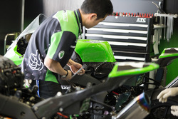 Team Green mechanic at work