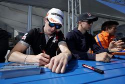 Handtekeningensessie, Joel Eriksson, Motopark; Dallara F312 – Volkswagen; Niko Kari, Motopark, Dalla