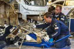 Des mécaniciens travaillant sur une Hyundai i20 WRC, Hyundai Motorsport