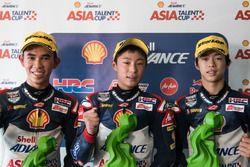Podium: posisi kedua Gerry Salim, juara Yuki Kunii, posisi ketiga Ai Ogura