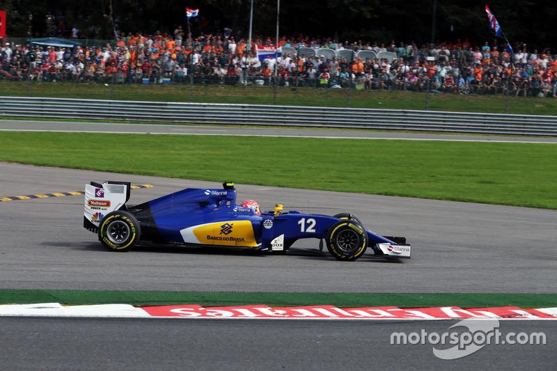 Felipe Nasr, Sauber C35 runs wide