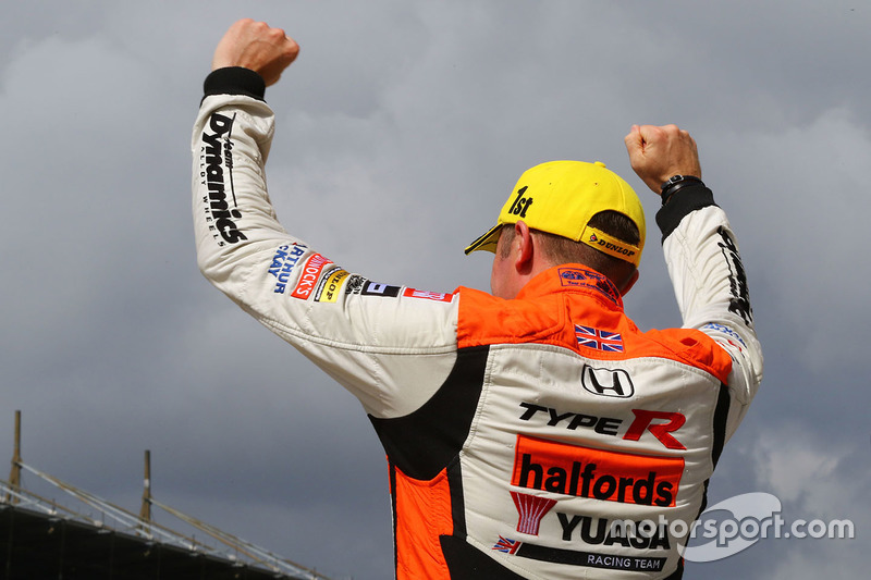 Second place Gordon Shedden, Halfords Yuasa Racing