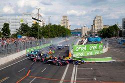 Start: Jean-Eric Vergne, DS Virgin Racing leads
