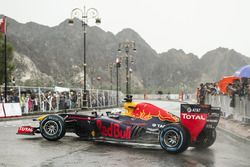 David Coulthard, Red Bull Racing, Oman'da gösteride