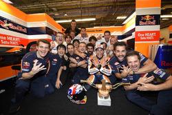 Marc Marquez, Repsol Honda Team, Honda, fête sa victoire avec son team