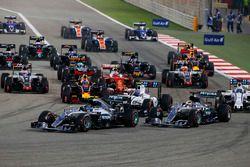 Старт: впереди Нико Росберг, Mercedes AMG F1 Team W07