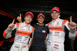 GT500 polesitters #8 Autobacs Racing Team Aguri Honda NSX Concept GT: Tomoki Nojiri, Takashi Kobayashi