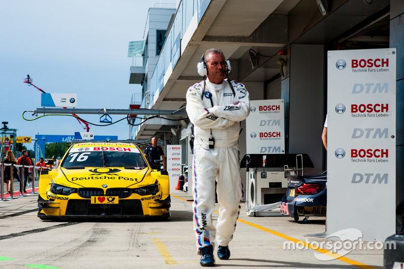 Механик команды BMW, BMW M4 DTM