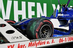 De gecrashte wagen van Pascal Wehrlein, Sauber C36