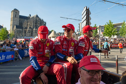 Гонщики AF Corse Давиде Ригон, Сэм Бёрд и Мигель Молина