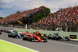 Sebastian Vettel, Ferrari SF70H, Lewis Hamilton, Mercedes AMG F1 W08, lead the field away at the start