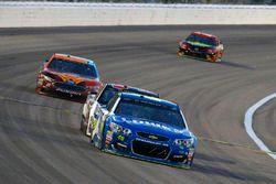 Jimmie Johnson, Hendrick Motorsports Chevrolet, Ryan Newman, Richard Childress Racing Chevrolet