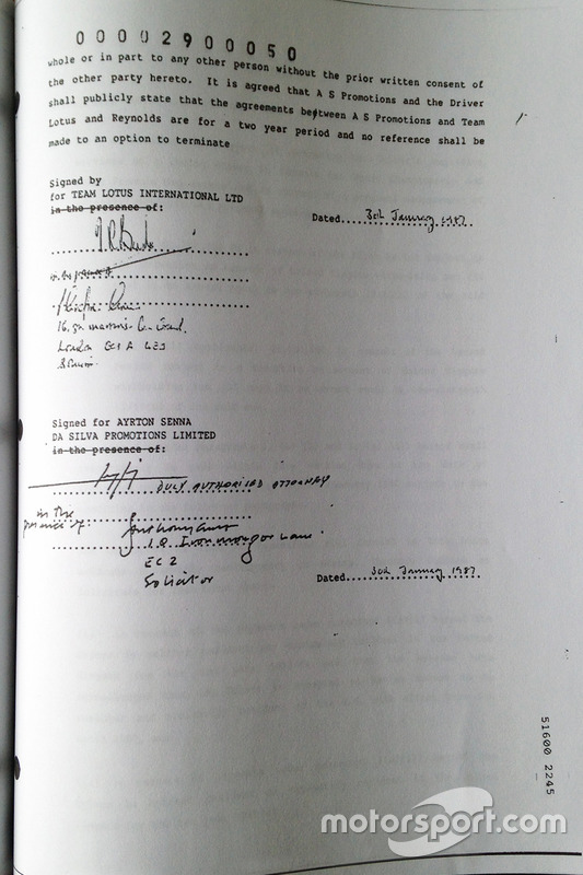 Contract signature Ayrton Senna with Lotus