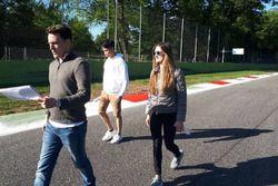 Presley Martono dan Julia Pankiewicz melakukan trackwalk di Monza