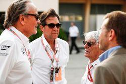 Mansoir Ojjeh, CEO de TAG, con Bernie Ecclestone, Presidente de Honorario de fórmula 1 y los huésped