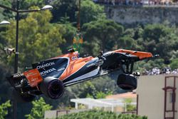 El coche chocado de Stoffel Vandoorne, McLaren MCL32