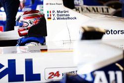 Steve Soper zit in de cockpit van de Le Mans winnende BMW uit 1999
