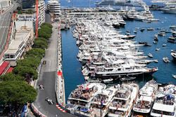 Felipe Massa, Williams FW40; Esteban Ocon, Sahara Force India F1 VJM10