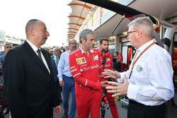 Illham Aliyev, Presidente de Azerbaiyán, Maurizio Arrivabene, director del equipo Ferrari y Ross Brawn, Formula One Managing Director de Motorsports
