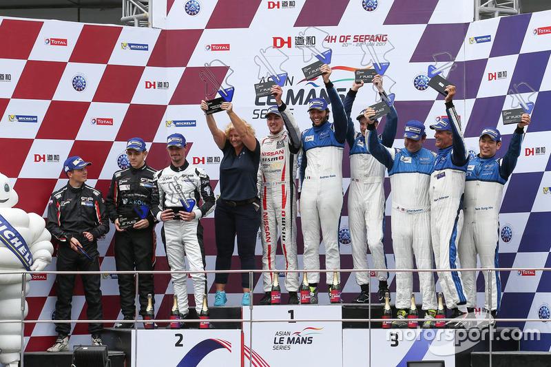 Podium Lmp2: winnaars #25 Algarve Pro Racing Ligier JSP2 Nissan: Andrea Roda, Aidan Read, Andrea Piz