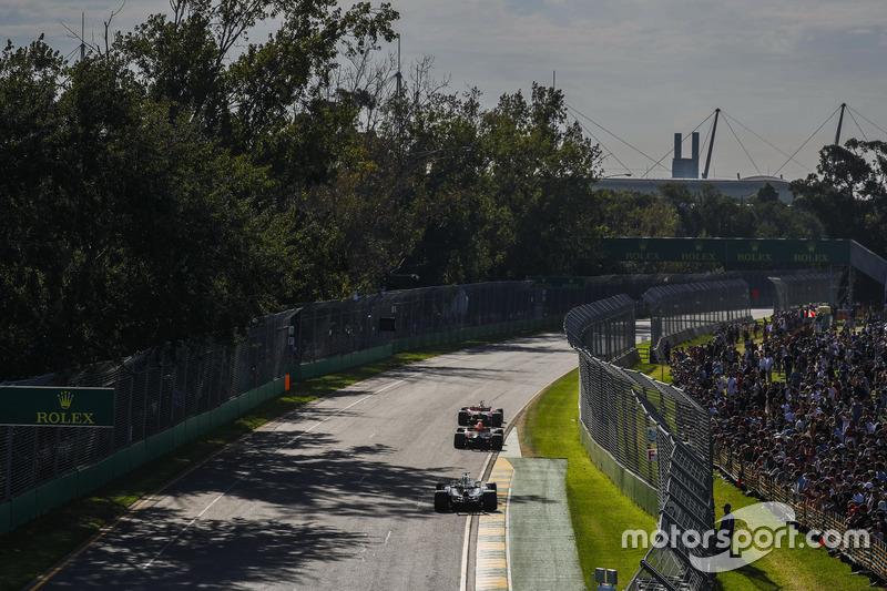 Sebastian Vettel, Ferrari SF70H; Max Verstappen, Red Bull Racing RB13; Lewis Hamilton, Mercedes AMG