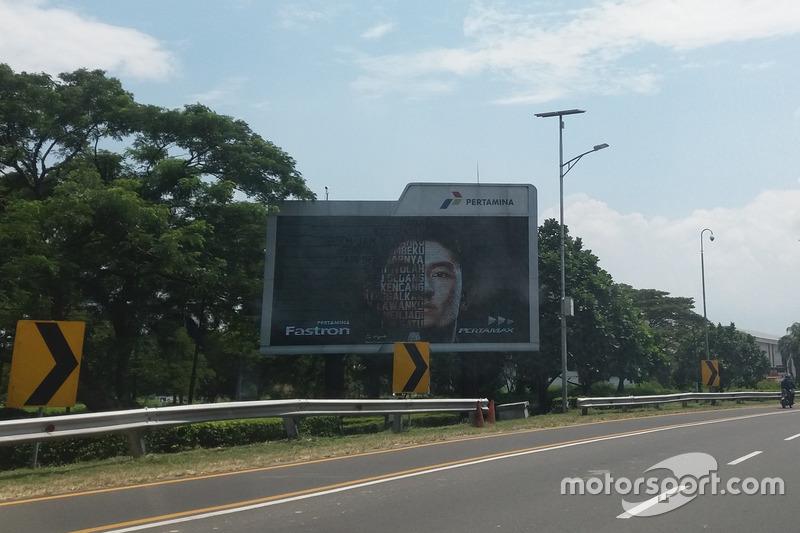 Iklan Pertamina/Rio Haryanto di dekat bandara Soekarno-Hatta