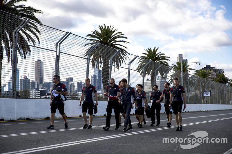 Trackwalk mit dem Team: Romain Grosjean, Haas F1 Team