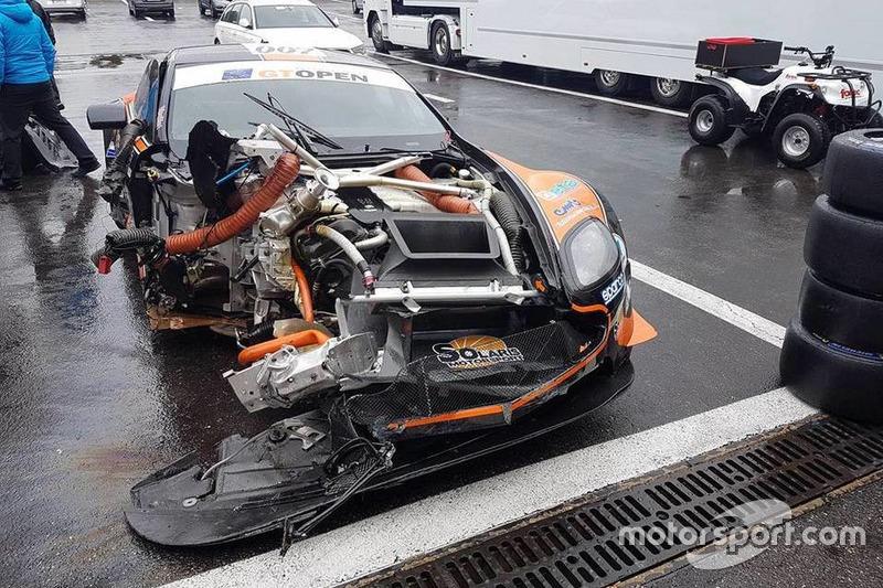 L'Aston Martin Vantage GT3 #107 dopo l'incidente di Francesco Sini, Solaris Motorsport