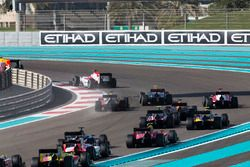 Sergey Sirotkin, ART Grand Prix devant Antonio Giovinazzi, PREMA Racing & Johnny Cecotto Jr., Rapax