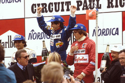Podium: race winner Alain Prost, Renault, second place Nelson Piquet, Brabham BMW, third place Eddie Cheever, Renault, FIA President Jean-Marie Balestre