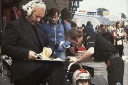 Giorgio Piola, Colin Chapman y Mario Andretti, Team Lotus
