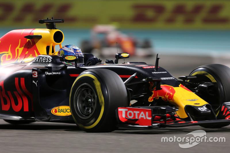 Daniel Ricciardo, que largou em terceiro, não conseguiu se manter à frente de Vettel e Verstappen, terminando em quinto.