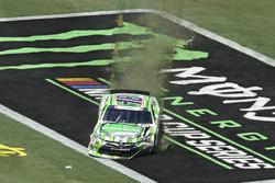 Daniel Suárez, Joe Gibbs Racing Toyota,spins