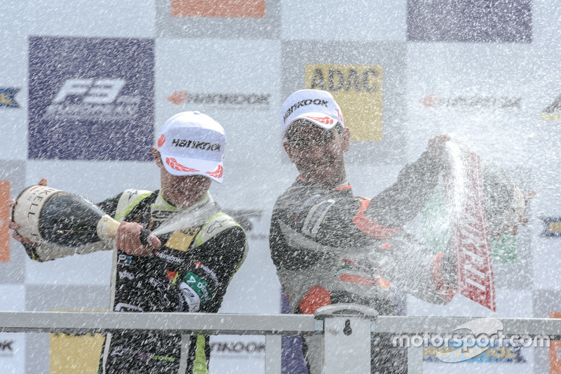 Rookie podium: Jehan Daruvala, Carlin, Dallara F317 - Volkswagen , Lando Norris, Carlin Dallara F317 - Volkswagen