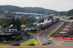 George Russell, ART Grand Prix, leads Nirei Fukuzumi, ART Grand Prix, Arjun Maini, Jenzer Motorsport