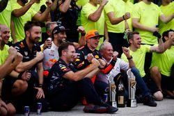 Yarış galibi Max Verstappen, Red Bull Racing ve 3. Daniel Ricciardo, Red Bull Racing, Christian Horn