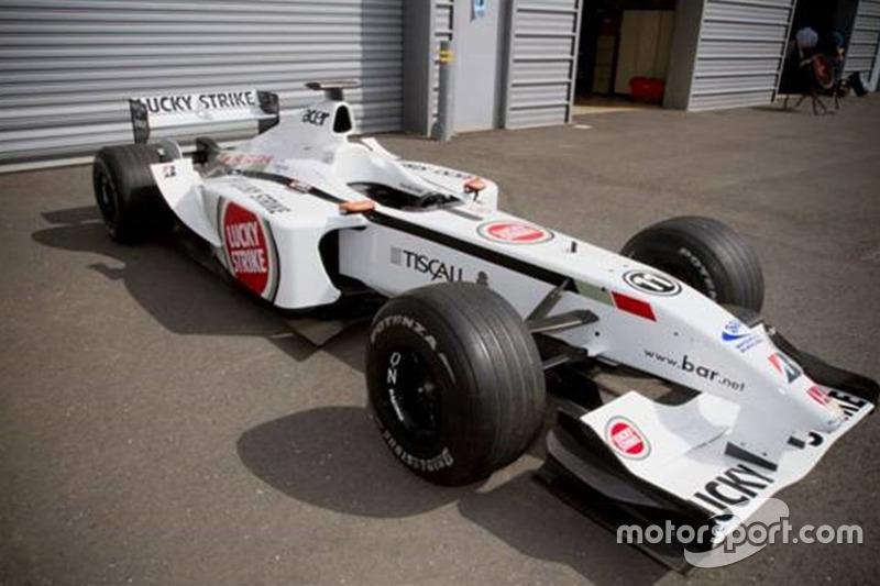 Esta BAR foi guiada por Jacques Villeneuve em 2002